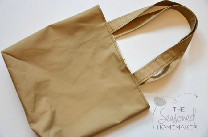 Learn how to sew a reversible tote bag. It's super easy. If you can sew a straight stitch you can make this tote bag.