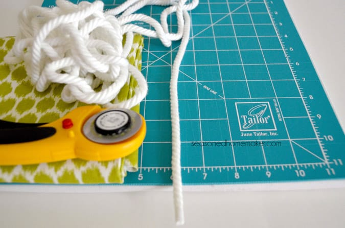 Learn How to Add Piping to Throw Pillows. Simple and detailed tutorial explaining how to add piping to an envelope pillow. All you need is a sewing machine and the ability to sew a straight stitch.