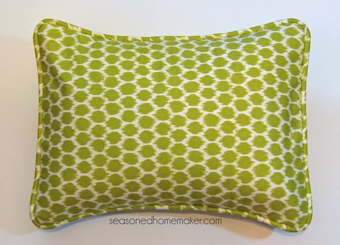 How To Add Piping To Throw Pillows Inspiration How To Sew A Pillow Cover With Trim