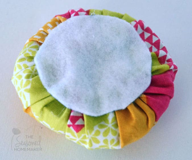 Turn a Mason Jar into a Pin Cushion Tutorial using this step-by-step DIY tutorial. A simple no-sew project. Great gift idea for friends who sew.