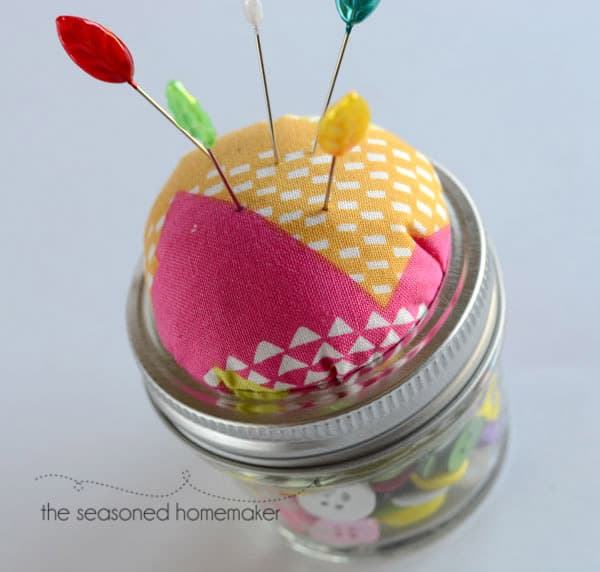 How to Make a Mason Jar Sewing Kit