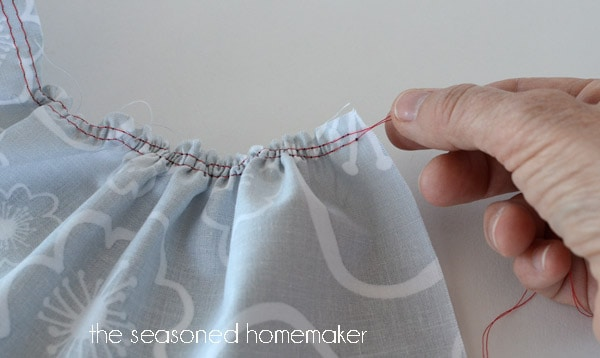 How To Gather Fabric And Make Ruffles Mesmerizing Gathering Stitch On Sewing Machine