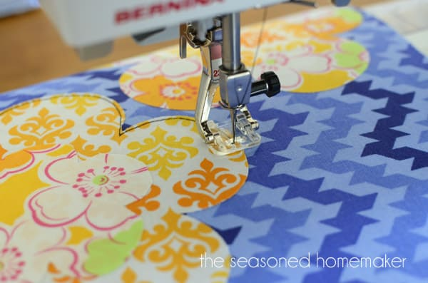 Learn How To Applique Using A Sewing Machine The Seasoned Homemaker Delectable How To Sew Using Sewing Machine