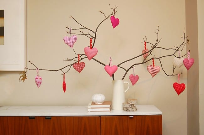 Valentine's Day is the perfect time to sew something fun and easy. I've collected 10 Easy to Sew Valentine's Day projects that anyone can make. Sewing one of these projects is sure to brighten any bleak midwinter day.