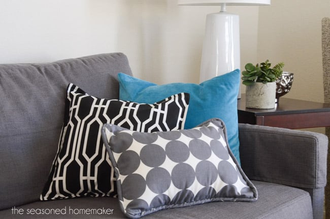 diy throw pillows - the seasoned homemaker Make Your Own Throw Pillows