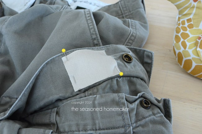 Did you hear - Mending is making a comeback! Don't toss out jeans because of a small hole. This easy-to-follow tutorial shows you how to Mend Holes in Jeans.