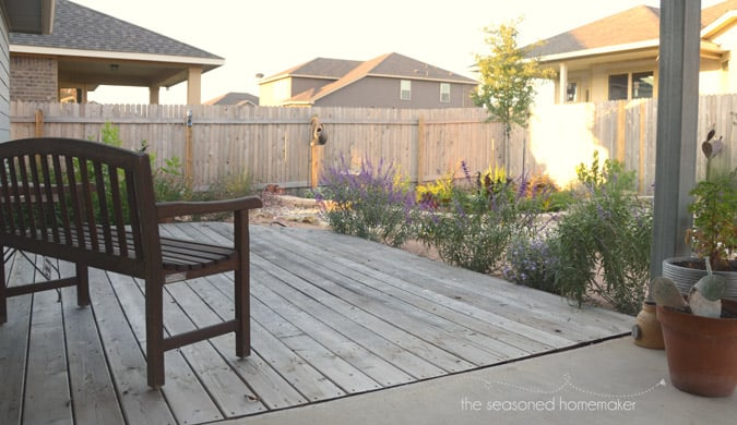 Most people never begin a new garden landscape because they don't know where to start. I have several Gardening Landscape Tips for Small Yards that will teach you the design elements that will make your small yard beautiful. #landscaping #landscapingfrontyard #diylandscaping #landscapingonabudget | seasonedhomemaker.com