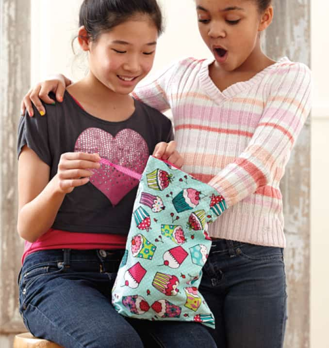 Looking for the perfect guide to teach your child to sew? Start with the absolute basics of stitching ~ hand sewing ~ then gradually move on to skills and techniques that allow kids to learn to sew safely and confidently. Teaching sewing can be fun. Teaching kids sewing ~ even more fun! #teachkidssewing #kidshowtosew #kidslearnsewing #kidssewingtutorials | seasonedhomemaker.com