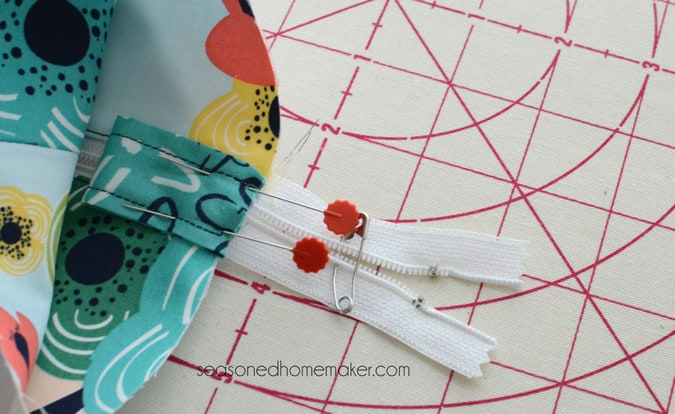 Learn how to sew simple DIY Zippered Box Pouch. All you need are a few fat quarters and the ability to sew a straight stitch. Whether you're a beginner looking for a easy sewing idea or you just want to sew something using your scraps, this fast and fun Zipper Pouch is the perfect simple sewing project for any level sewist.