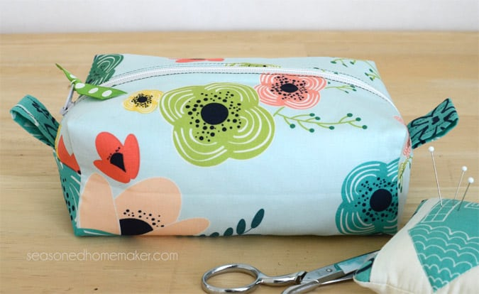 Want an easy DIY Sewing Project. Learn how to sew simple DIY Zippered Box Pouch. All you need are a few fat quarters and the ability to sew a straight stitch.