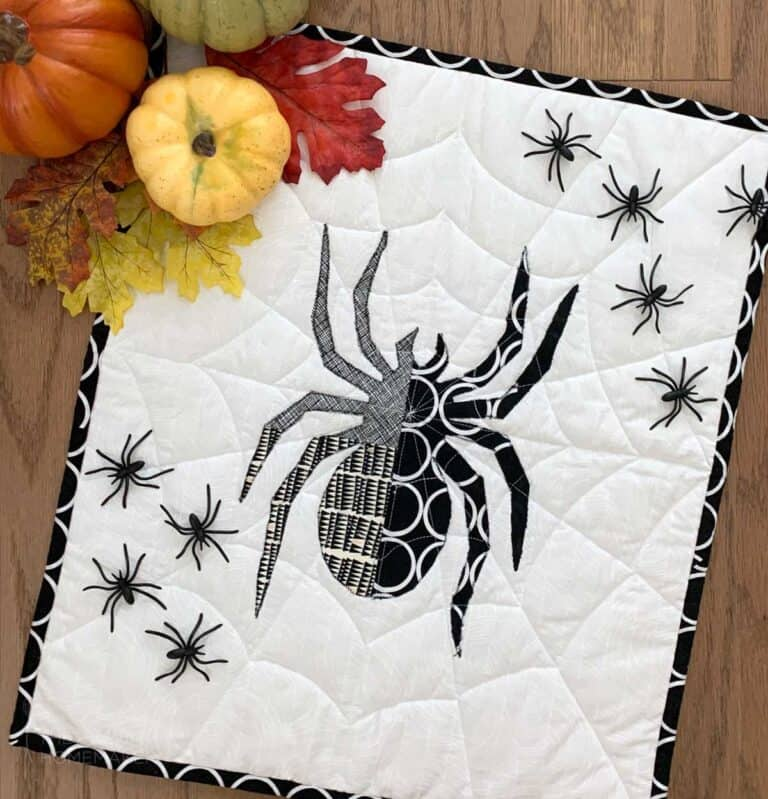 How to Make a Halloween Spider Mini Quilt