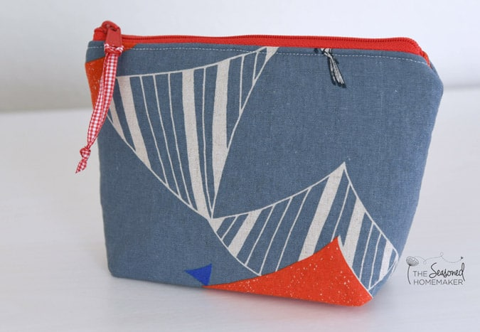 Flexible Foam Interfacing is perfect for sewing bags, totes, and containers. It makes your handmade bags hold their shape. Learn all about flexible foam interfacing.