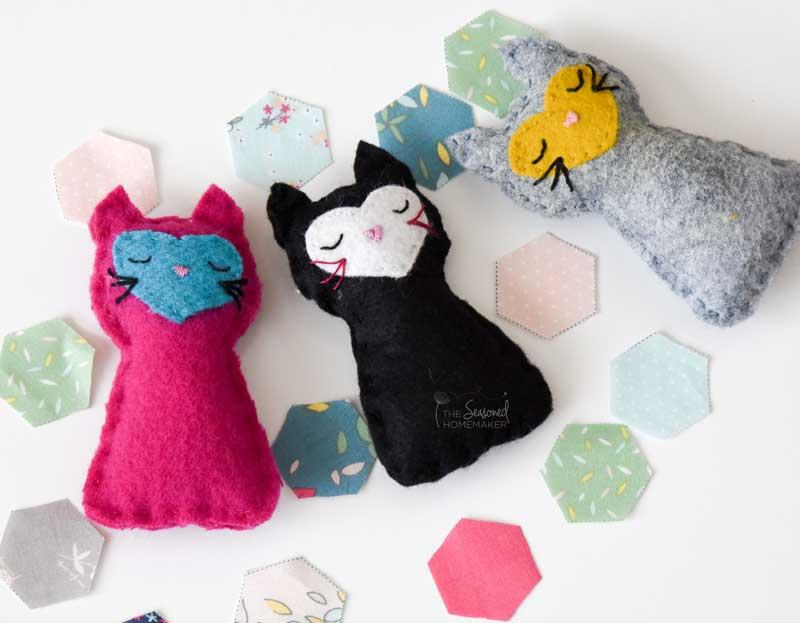 Easy Doll Sleeping Bag + a Tiny Kitten Tutorial