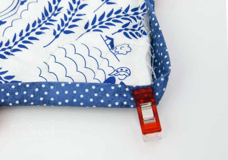 The Beginners Guide To Machine Binding A Quilt is a complete step-by-step tutorial that teaches quilting beginners an easy way to bind a quilt.