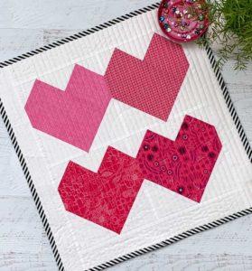 Valentine Heart Mini Quilt Pattern & Tutorial